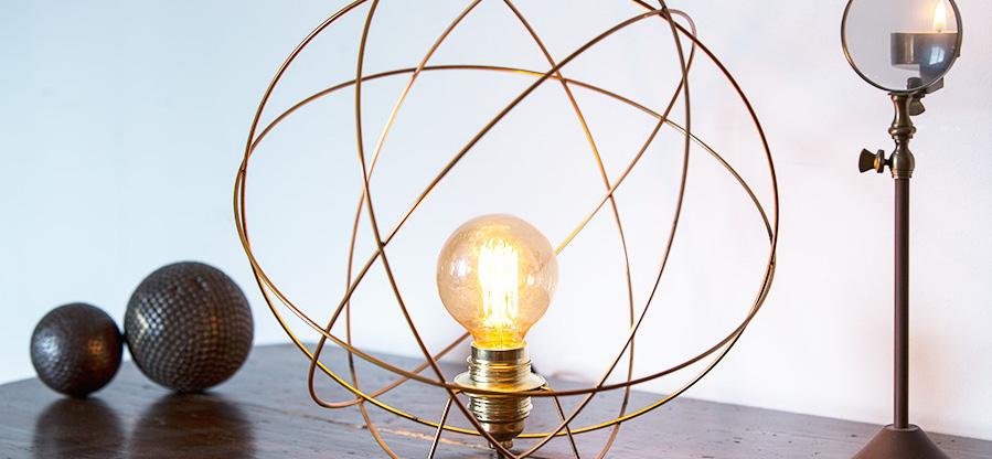 Suspensions et lampes à poser Atome de Rob'S Design